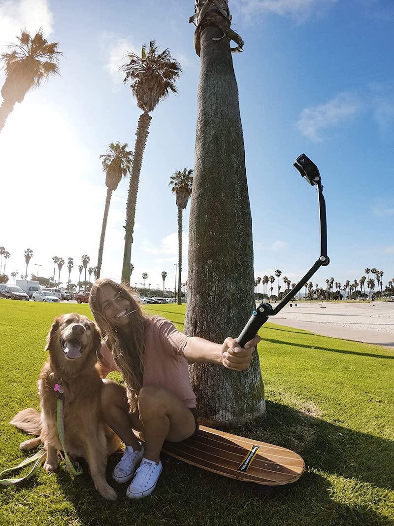 Gopro-Stativ - Frau mit Hund Palmen